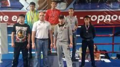Вадим Викторович вместе с воспитанниками, чемпионами и победителями турнира по тайскому боксу Омской области