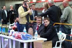 Вадим на турнире по тайскому боксу вместе с министром спорта Омской области Александром Фабрициусом