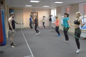 Тренировки для девушек, фитнес-фигура