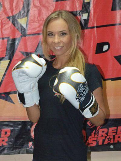 Светлана Баранова на тренировках по тайскому боксу в женской группе