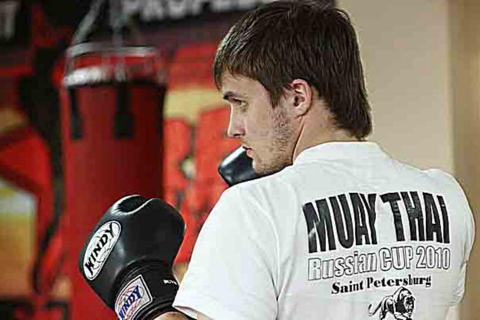 Вадим Викторович во время проведения групповых тренировок по тайскому боксу