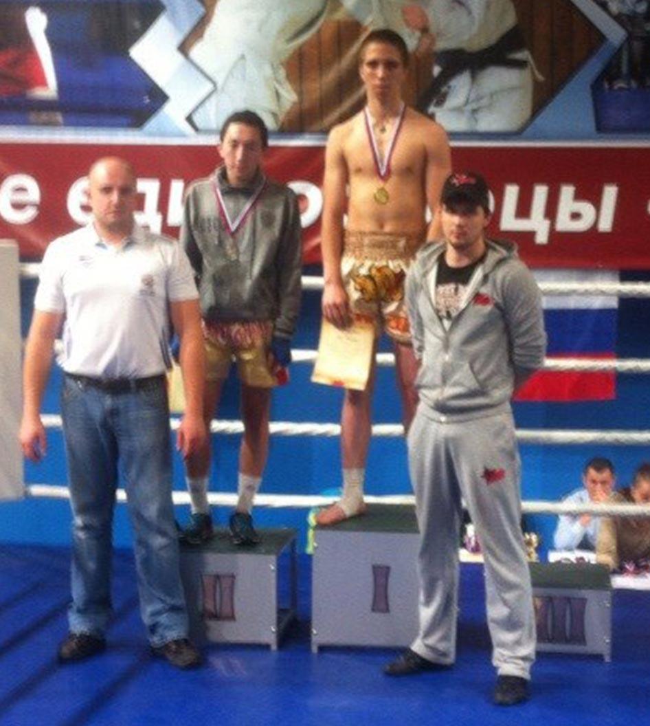 Влад Зухво спортивный клуб тайсокго бокса Red Star награждение на турнире Омск