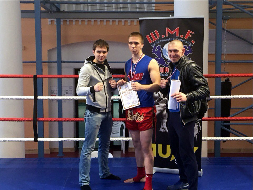Чемпион межклубного турнира по тайскому боксу Владислав Зухаво